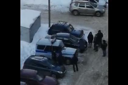 В Уфе женщина исцарапала гвоздем около 15 машин: в МВД Башкирии прокомментировали инцидент
