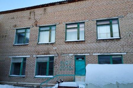 В Башкирии дети учились в здании школы с огромной трещиной