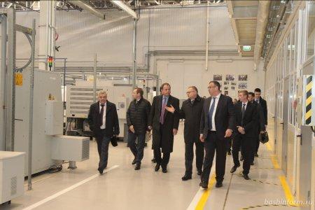 Игорю Комарову на УМПО рассказали о создании высокотехнологичных производственных центров