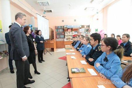 Радий Хабиров детям Сибая: «Откладывайте в сторону смартфоны – и больше читайте»