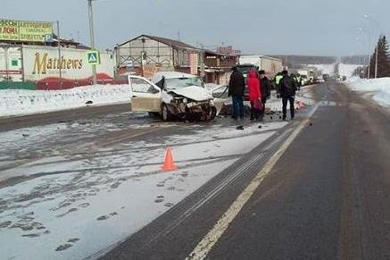 В Башкирии столкнулись два автомобиля: один человек погиб, двое получили травмы