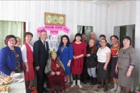 В Баймакском районе Башкортостана долгожительниц поздравили с 8 марта