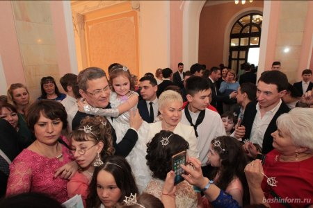 Радий Хабиров принял участие в «Бале маленьких принцесс»