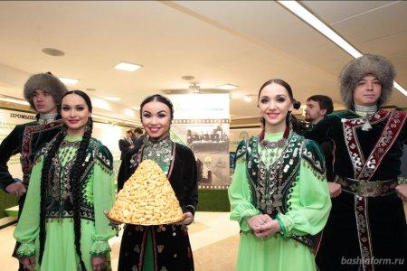 Валентина Матвиенко посетила выставку, посвященную 100-летию Башкирии
