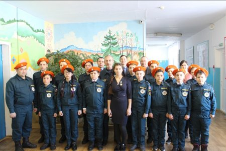 В Башкортостане школьницу наградили медалью за спасение братьев из пожара
