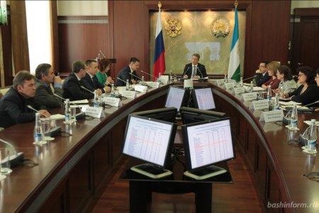 Радий Хабиров поручил разработать меры поддержки врачей для работы в городах Башкортостана