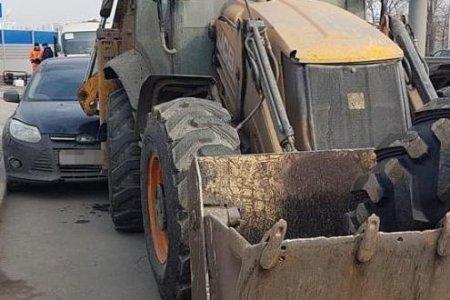 В Уфе иномарка сбила коммунальных работников и врезалась в трактор