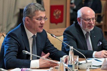 Радий Хабиров предложил зачислять выпускников медучилищ сразу на 2 курс медуниверситета