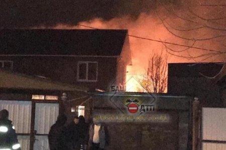 Крупный пожар в Уфе: почти 30 огнеборцев тушили дом, баню, сарай и гараж