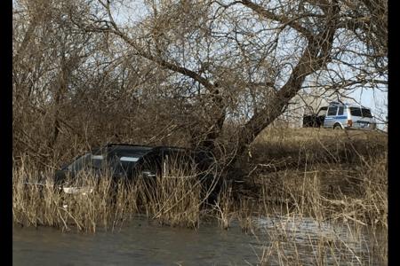 В Давлекановском районе Башкортостана в воду упал автомобиль, водитель погиб