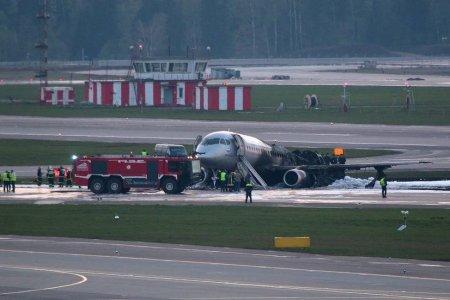 В московском аэропорту Шереметьево при аварийной посадке сгорел самолет им. Мустая Карима: погиб 41 человек