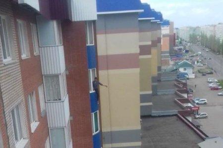 В Башкортостане женщина едва не спрыгнула с восьмого этажа