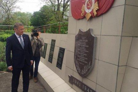 Радий Хабиров побывал на местах последних сражений генерал-майора Минигали Шаймуратова