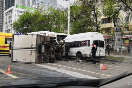 В Уфе произошла крупная авария с участием маршрутки, грузовика и «НефАЗа»