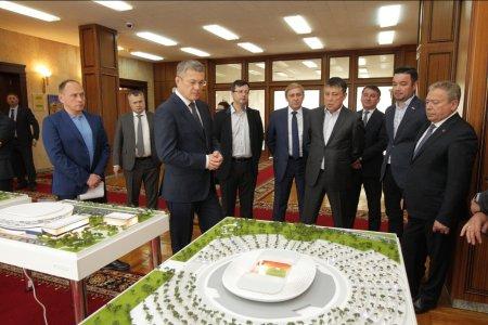 Радий Хабиров спросил жителей о новом футбольном стадионе в Уфе