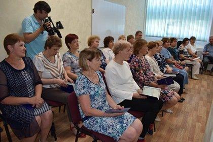 Сотрудники предприятия «Прогресс» предпенсионного возраста получили удостоверения об окончании учебы