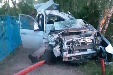 В Башкортостане в ДТП погибла 19-летняя девушка-водитель, ее пассажир госпитализирован