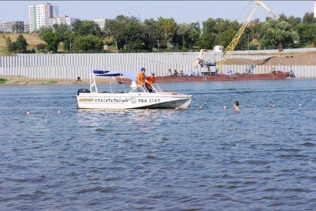 В Уфе на пляже «Солнечный» спасатели достали мужчину с двухметровой глубины