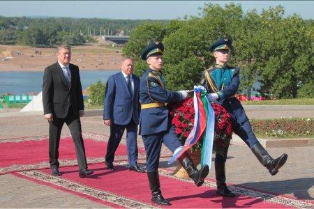 Радий Хабиров в День России возложил цветы к Монументу Дружбы и памятнику Салавату Юлаеву