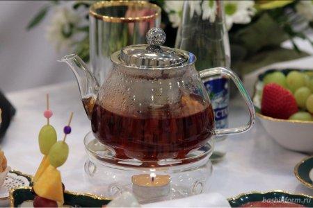 Радий Хабиров пригласил вахтовиков из Башкортостана на совместное чаепитие