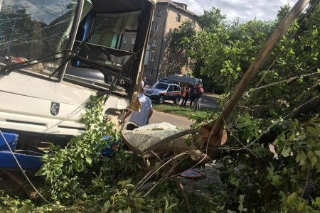 В Уфе автобус въехал в магазин, есть пострадавшие