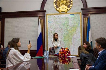 «Какая же это дорогая встреча для меня!»: Ляйсан Утяшева встретилась в Москве с земляками