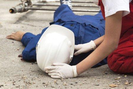 В Башкортостане работника завода придавило гранитным камнем