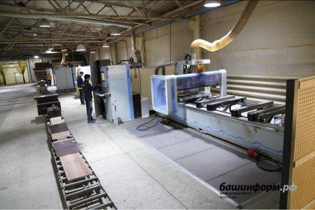 Радий Хабиров в Уфимском районе осмотрел производственные цеха компании «Уфамебель»