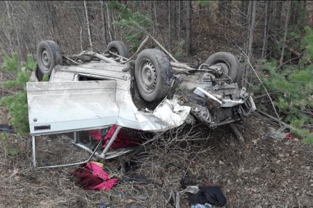 В Башкортостане спасатели из искореженного автомобиля достали двух человек