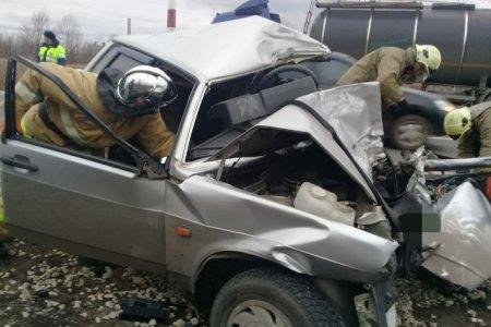 В Уфе в ДТП с фурой погиб водитель «ВАЗ-21099»