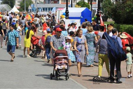 В Башкортостане продолжаются выплаты пособий на первого, третьего и последующего ребенка