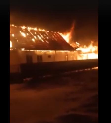В Башкортостане из горящего дома вытащили трёх человек