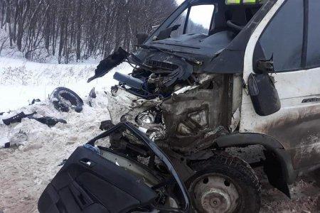 В Стерлибашевском районе Башкортостана столкнулись «Опель» и «Газель», три человека погибли