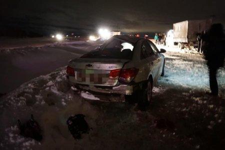 В Башкортостане столкнулись встречные грузовик и иномарка: один человек погиб, двое в больнице