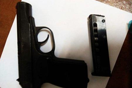 В Уфе мужчина пытался пронести в здание суда пистолет
