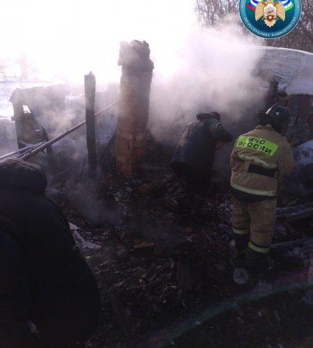 В Башкортостане в сгоревшей постройке найдены тела двух мужчин
