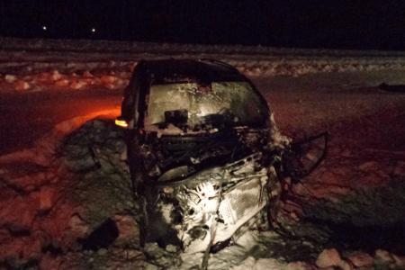 В Башкортостане спасатели достали из разбитой иномарки погибшего водителя