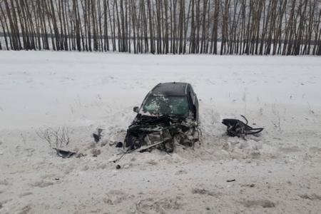 В Башкортостане столкнулись Volkswagen Golf и Mercedes ML350; один водитель скончался