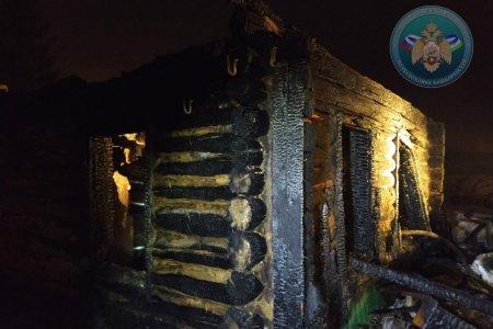 В Башкортостане в сгоревшем бревенчатом доме найдены тела трех мужчин