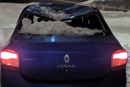 Уфа тает: пять автомобилей пострадали в результате падения снега и наледи с крыш