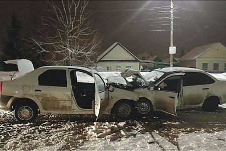 В Башкортостане в лобовом столкновении автомобилей серьезно пострадали три человека