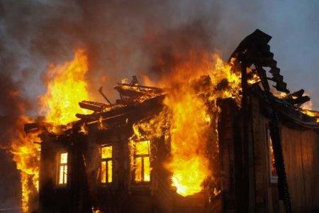 Натопила печь и уехала: в Башкортостане огонь полностью уничтожил жилой дом