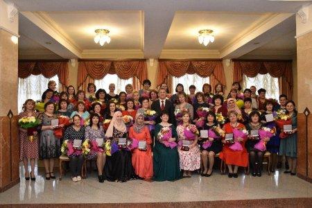 В преддверии 8 марта 50 многодетных женщин Башкортостана получили медали «Материнская слава»
