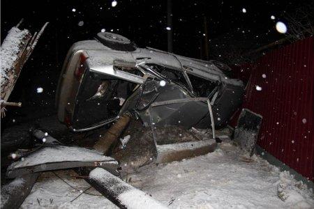 Бросил пассажира умирать: в Кигинском районе Башкортостана водитель наехал на столб и сбежал