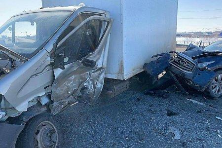 В Башкортостане иномарка столкнулась с грузовой «Газелью», пострадал пожилой мужчина