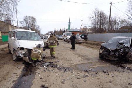 В Башкортостане два человека пострадали при столкновении Kia Rio и Toyota Granvia