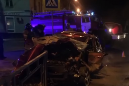 «Проклятое место»: в Уфе три человека пострадали в жёстком столкновении легковушки с грузовиком
