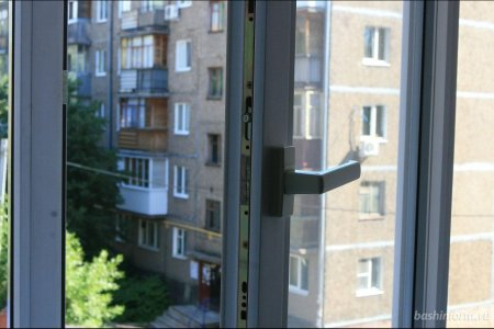 «Не подходите!»: в Башкортостане спасли мужчину, который пытался спрыгнуть с пятого этажа