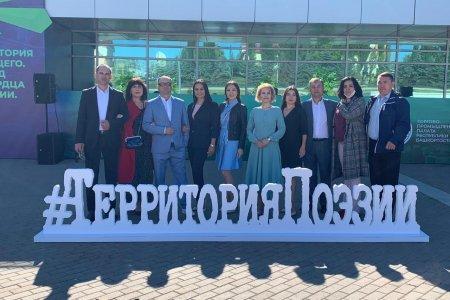 Гостей Международного форума урбанистики приветствовали артисты нового творческого проекта #ТерриторияПоэзии.